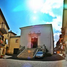 Basilicata, BRIENZA (PZ) - Chiesa di San Zaccaria - edificata nel 1222, rifatta ed ampliata nel 1571 dall'architetto cavese Donato Antonio Cafaro, detto il Pignoloso. Mostra il portale (1750) in pietra, di Andrea Carrara, di Padula.