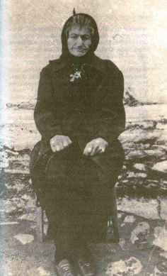 """Sophia of Kleisoura """"ascetic of the Panagia"""": Her love for God and humanity was powerful and she had impressive experiences with the Panagia and various Saints. As with many Saints, she had a special relationship with wild animals, especially with bears in the forest, but also with snakes and birds. Byzantine Icons, Orthodox Christianity, Catholic Saints, Holy Family, Orthodox Icons, Spirituality, Faith, Fictional Characters, Wild Animals"""