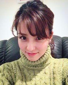 . 最近寒いのでタートルネックばかり着ています 요즘 너무 추워서 터틀넥만 입고있습니다 #ootd#タートルネック#터틀넥#Turtleneck#ポニーテール#포니테일#Ponytail#亀と馬#셀카#셀스타그램 Japanese Artwork, We Get Married, Japan Model, I Fall In Love, Asian Beauty, Lily, Turtle Neck, Kawaii, Actresses