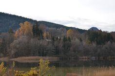 Herbst Zauber am See in den Bergen in Bayern