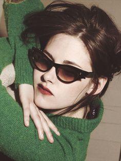Love her green sweater Kristen Stewart Hair, Kirsten Stewart, Bella Swan, Kirsten Dunst, Aesthetic Makeup, Robert Pattinson, American Actress, American Girl, Beautiful Actresses
