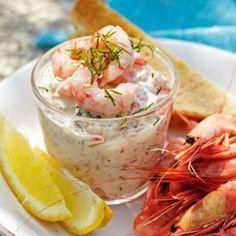 Skagenröra - shrimp with mayo dill lemon Veggie Recipes, Seafood Recipes, Snack Recipes, Cooking Recipes, Good Food, Yummy Food, Saint Jacques, Fish Dinner, Juicy Fruit