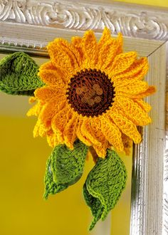 Crochet sunflower decoration. Free download.  This is a kick as it's done (with dk yarn), but would also be adorable with sz 3 or 10 crochet thread....  I like it!!