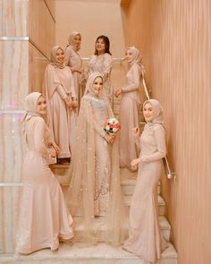 The Most Popular Hijab Bridesmaid Dresses Color Ideas - There's no reason that girls who wear a hijab can't take up on the latest trends. So, it's time to start thinking about bridesmaid and of course, the dresses! Hijab Prom Dress, Muslimah Wedding Dress, Hijab Style Dress, Muslim Wedding Dresses, Dress Muslimah, Muslim Brides, Hijab Chic, Kebaya Wedding, Wedding Hijab