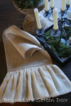 I think I could make this burlap table runner