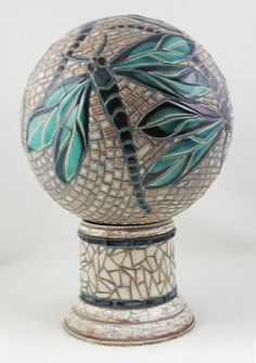 Dragonfly Mosaic sphere and stand Mosaic Diy, Mosaic Garden, Mosaic Crafts, Mosaic Projects, Mosaic Wall, Mosaic Glass, Mosaic Tiles, Glass Art, Stained Glass