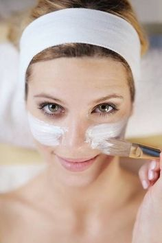 How to Know What Face Mask Is Right For You: Once you've mastered your skin care routine, the best way to keep your complexion glowing is to add in a mask treatment. Beauty Care, Diy Beauty, Beauty Skin, Beauty Hacks, Beauty Ideas, Beauty Makeup, Aspirin Face Mask, Hair Skin Nails, Girly
