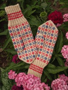 Finely Hand Knitted Estonian Mittens in Pink and Purple and White - warm and windproof
