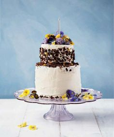 Baker and cake decorator extraordinaire @Lily Morello Morello Vanilli shows us unique cake decorating techniques for the perfect spring bake - plus her top 3 baking essentials.