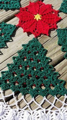 Crochet İnfant - How to Knit Cables For Beginners Crochet Christmas Decorations, Crochet Christmas Ornaments, Christmas Crochet Patterns, Christmas Crafts, Christmas Holiday, Crochet Tree, Crochet Santa, Crochet Quilt, Lace Doilies