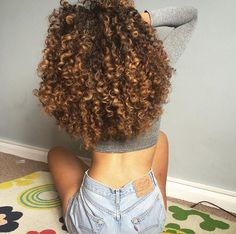 These are what my natural curls look like. Finally growing out my natural curls and giving up chemical straightening for good. Pelo Natural, Natural Curls, Natural Curly Hair, 3b Curly Hair, Mixed Curly Hair, Ombre Curly Hair, Afro Hair, Curly Hair Styles, Natural Hair Styles