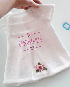 """639 Beğenme, 13 Yorum - Instagram'da Ayselinörgüdünyası (@canorguler): """"Buyrun hanımlar....yeleğin arka taraftan görünüşü....pekmi zarif..banamı öyle geliyor...…"""" Sweater Design, Little Girl Dresses, Girls Dresses, Crochet Patterns For Beginners, Knitting Patterns, Knitted Baby Cardigan, Baby Sweaters, Cute Crochet, Filet Crochet"""