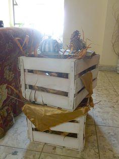 Mesa de salón hecha con cajas recicladas