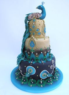 Peacock cake - like fade of colors, also gold/silver beads dresses it up nicely Peacock Cake, Peacock Wedding Cake, Indian Wedding Cakes, Feather Cake, Peacock Theme, Indian Weddings, Gorgeous Cakes, Pretty Cakes, Amazing Cakes