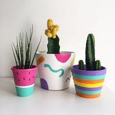 Succulent Painting Clay Pots 44 New Ideas diy clay pots Succulent Painting Clay Pots 44 New Ideas Flower Pot Art, Flower Pot Design, Flower Pot Crafts, Cactus Flower, Painted Plant Pots, Painted Flower Pots, Pots D'argile, Fleurs Diy, Decorated Flower Pots