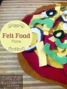 Make your own felt pizza for some awesome pretend play with your little one.