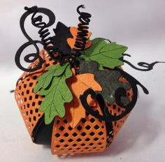 Hi everyone :-) Have made some Halloween and Christmas projects using Marianne Design bow die. Made some treat boxes, pumpkins and orna. Halloween Food Crafts, Halloween Cards, Holidays Halloween, Halloween Fun, Halloween Decorations, Fall Paper Crafts, Paper Crafting, Shabby Chic Ornaments, Image 3d