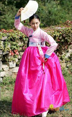 Hwang Jin Yi (황진이) (2006) #KDrama Ha Ji Won stars as the legendary poet, musician, dancer, and gisaeng from the Joseon Era in a young girl Korean #Hanbok