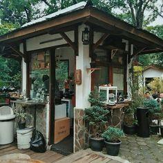 Coffee shops of the world in 2019 кафе, кофейня, кофе. Cafe Shop Design, Coffee Shop Interior Design, Small Cafe Design, Coffee Design, House Design, Small Coffee Shop, Coffee Shop Bar, Coffee Shops, Mini Cafe