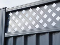 ColourPanel Lattice Top Fences are one of a range of high-quality fencing, gate and bollard products from Boundaryline, New Zealand's fencing specialists. Classic Fence, Fence With Lattice Top, Wood Privacy Fence, Steel Fence, Pool Fence, Fence Design, New Zealand, Swimming Pools, Blinds