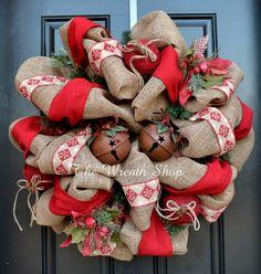 Rustic Burlap Christmas Wreath  #Wreath #Christmas #ChristmasWreath