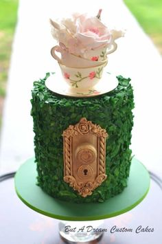Tea Party - cake by Elisabeth Palatiello Pretty Cakes, Cute Cakes, Beautiful Cakes, Amazing Cakes, Alice In Wonderland Tea Party Birthday, Alice In Wonderland Cakes, Wonderland Party, Garden Party Cakes, Tea Party Cakes