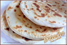 je vous propose un pain Mahorais Beredre une galette ronde et plate préparée à Mayotte et aux Comores. Son façonnage lui donne un aspect feuilleté. Une video Ashley Graham, Pita Bread, Arabic Food, Biscotti, Cooking, Ethnic Recipes, Pains, Sauce, Tortillas