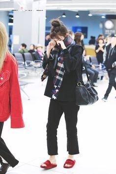 dedicated to female kpop idols. Kpop Fashion, Daily Fashion, Korean Fashion, Girl Fashion, Womens Fashion, Airport Fashion, Red Velvet Seulgi, Red Velvet Irene, Kpop Outfits