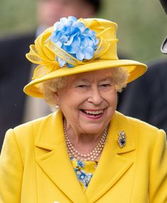Every Photo of the Queen Looking Absolutely Delighted at Royal Ascot- TownandCountrymag.com
