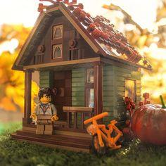 Smells of autumn 🍁 - Lego Ideen Lego Design, Lego City, Lego Pictures, Lego Craft, Lego Modular, Lego Room, Cool Lego Creations, Lego Worlds, Lego Photography