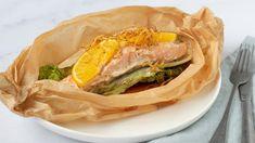 Recept: Aziatische zalmpakketjes met maar vijf ingrediënten   NU - Het laatste nieuws het eerst op NU.nl Chinese Kool, Portobello, Spanakopita, Sandwiches, Tacos, Ethnic Recipes, Food, Essen, Meals