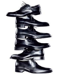 Basic black shoes for men The GQ Guide to Men's Shoes: Style: GQ Sock Shoes, Shoe Boots, Fashion Moda, Mens Fashion, Fashion News, Reebok, Hugo Boss, Men Dress, Dress Shoes