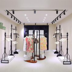 26  Phenomenal Store Shelves Ideas : Stupefying  store shelves Ideas. Showroom Interior Design, Boutique Interior Design, Boutique Decor, Clothing Store Interior, Clothing Store Displays, Retail Store Design, Designer, Decoration, Modern