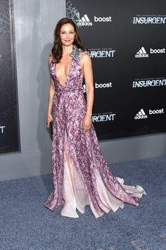 Pin for Later: Shailene Woodley Vole la Vedette Lors de L'avant Première New Yorkaise d'Insurgent Ashley Judd