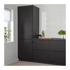 IKEA KUNGSBACKA door The foil surface is impact-resistant, easy to care for and keep clean. Luxury Kitchen Design, Best Kitchen Designs, Interior Design Kitchen, Interior Ideas, Black Kitchens, Cool Kitchens, Black Ikea Kitchen, Modern Kitchens, Small Kitchens