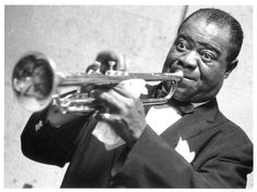 Louis Armstrong was an American jazz trumpeter and singer who was one of the most influential figures in jazz music. This biography of Louis Armstrong provides detailed information about his childhood, life, achievements, works & timeline. Louis Armstrong, Jazz Artists, Jazz Musicians, Music Artists, Famous Musicians, What A Wonderful World, Music Love, Dance Music, Country Music Videos