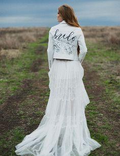 white leather jacket with bride Rocker Wedding, Edgy Wedding, Wedding Styles, Dream Wedding, Perfect Wedding, Wedding Trends, Wedding Ideas, Mode Statements, Bridal Dresses