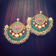 #LoveTejaan #Pari.kapadia Indian Jewelry Earrings, Jewelry Design Earrings, Indian Wedding Jewelry, Royal Jewelry, India Jewelry, Gold Jewellery, Antique Jewellery Designs, Indian Jewellery Design, Jewelry Closet