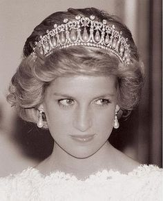 November 10, 1985: Princess Diana attends a banquet at the British Embassy in Washington, D.C., USA.