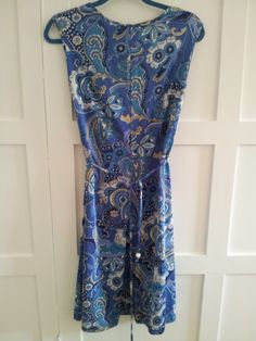 Description:Funky blue paisley dress. Looks as if the hem has been taken up so could be a little longer if you like. Pulls on, stretchy fabric. Tie belt in same fabric.Idea of festivalsNo label Measurements (measure laid flat):across chest 18 inches /  46.5cmsacross waist  17 inches /  44cmsshoulder to hem 40 inches /  102cmsPostage/Packaging:We will try to use recycled packaging or the most cost effective packaging. If you would like the item signed ...