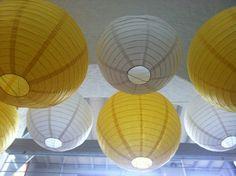 boules japonaises au plafond