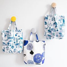 Our tote-aly awesome Mökkilä and Sunnuntai bags come all the way from Finland, available in two designs by Finnish illustrators Bjorn Rune Lie and Matti Pikkujämsä. 💙 - Made from a cotton/linen mix fabric for strength, perfect for carrying all your things. 💪🏼