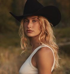 Hailey Rhode Baldwin is famous American professional fashion Model and is the beautiful spouse of Justin Bieber, a very well known American Pop Singer and Music Cow Girl, Hailey Baldwin Age, Kendall Jenner, Alaia Baldwin, Famous Celebrities, Celebs, Chapeau Cowboy, Bad Girl Outfits, Photoshop Pics