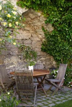 Would love to sit out here with a glass of wine or a cup of coffee or some iced tea!