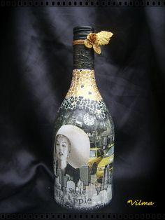 paint and decoupage . Bottle Painting, Bottle Art, Bottle Crafts, Bottles And Jars, Glass Bottles, Jar Image, Decoupage Glass, Jar Art, Painted Bottles