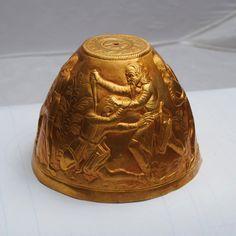 スキタイ人の器に施された見事な意匠。怒り狂った夫が、不実な妻が産んだ子供を殺す場...