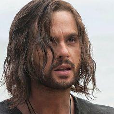 Tom Riley as Leonardo in Da Vinci's Demons season 2.