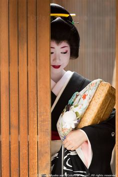 Hassaku - An annual Japanese event where Geiko visit their masters and tea house to show their appreciation with gifts. August 1 in Kyoto, Japan