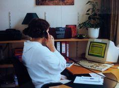 Een belkamer eind jaren 90, de computer heeft inmiddels ook hier intrede gedaan.