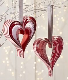 DIY Christmas: Paper Hearts – Truffaut Garden Center Truffaut Paper Tips Source by tsukimy Valentine Decorations, Valentine Crafts, Holiday Crafts, Christmas Decorations, Paper Hearts, Paper Ornaments, Christmas Tree Ornaments, Christmas Paper, Christmas Time